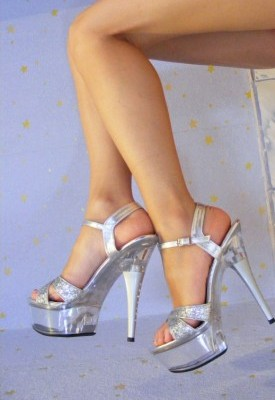 Killer heels could lead to osteoarthritis in knees, warn scientists!